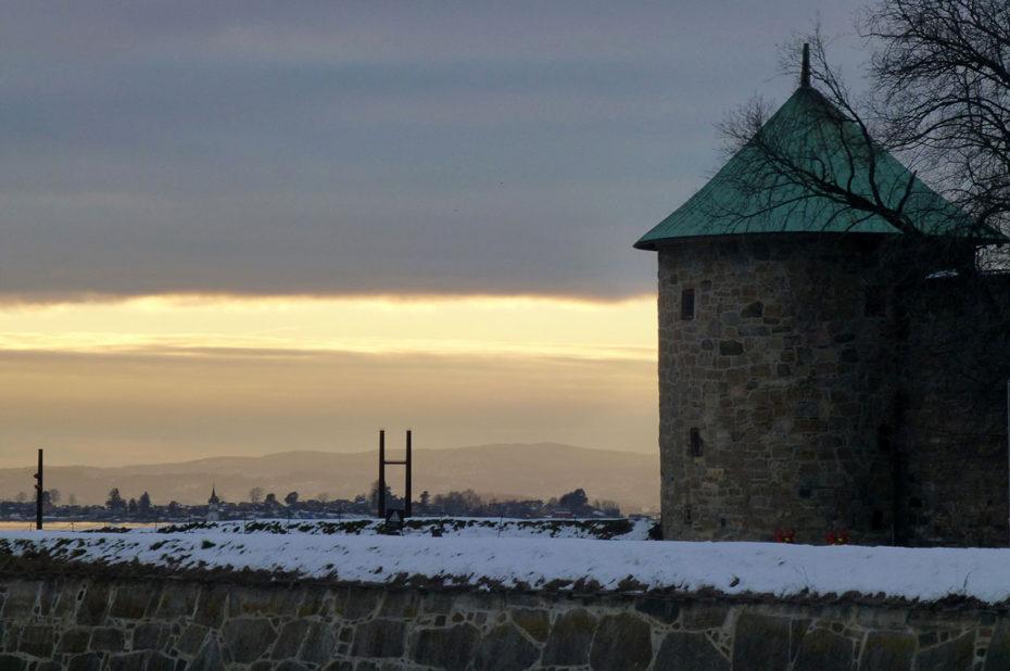 Une tour de la citadelle d'Akershus au coucher de soleil