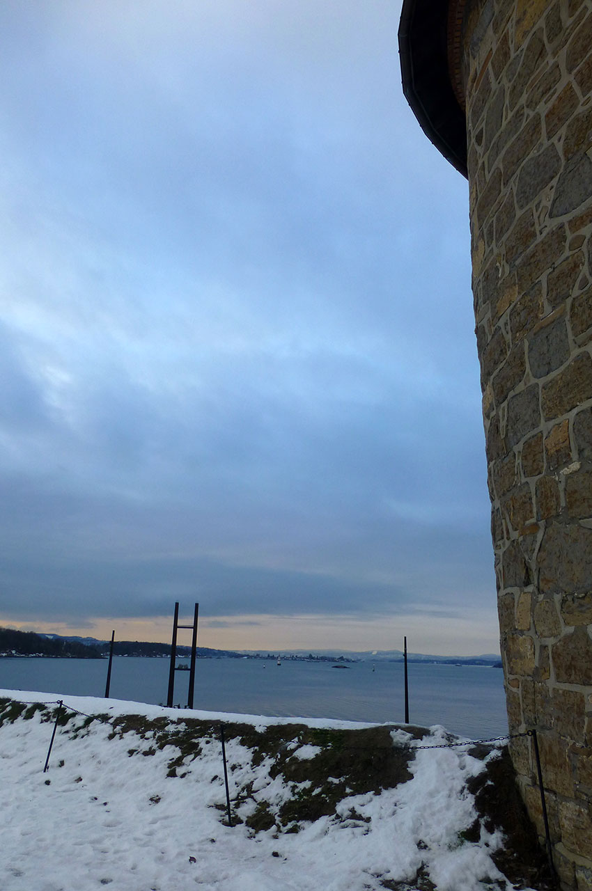 Vue sur le fjord depuis la tour de la forteresse