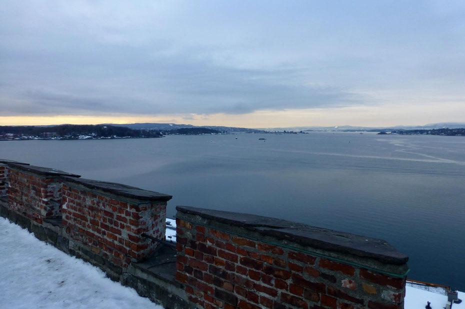 Vue sur le fjord d'Oslo depuis les murailles de la citadelle