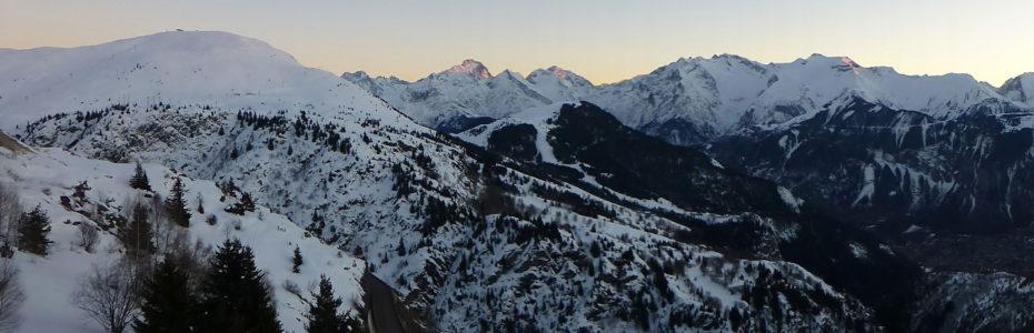 Vue sur la montagne depuis la station de l'Alpe d'Huez en hiver