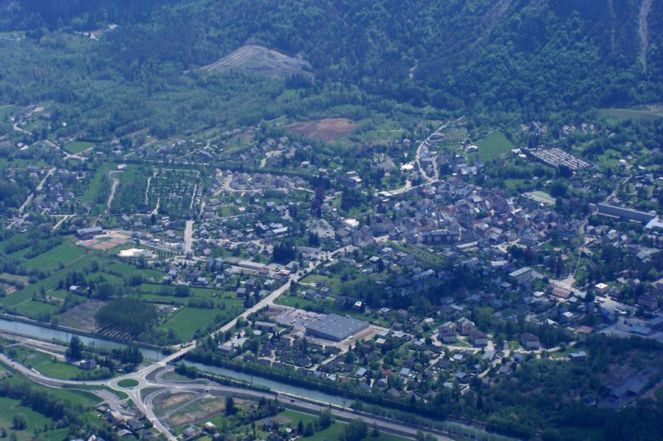 Bourg d'Oisans en été, depuis l'Alpe d'Huez