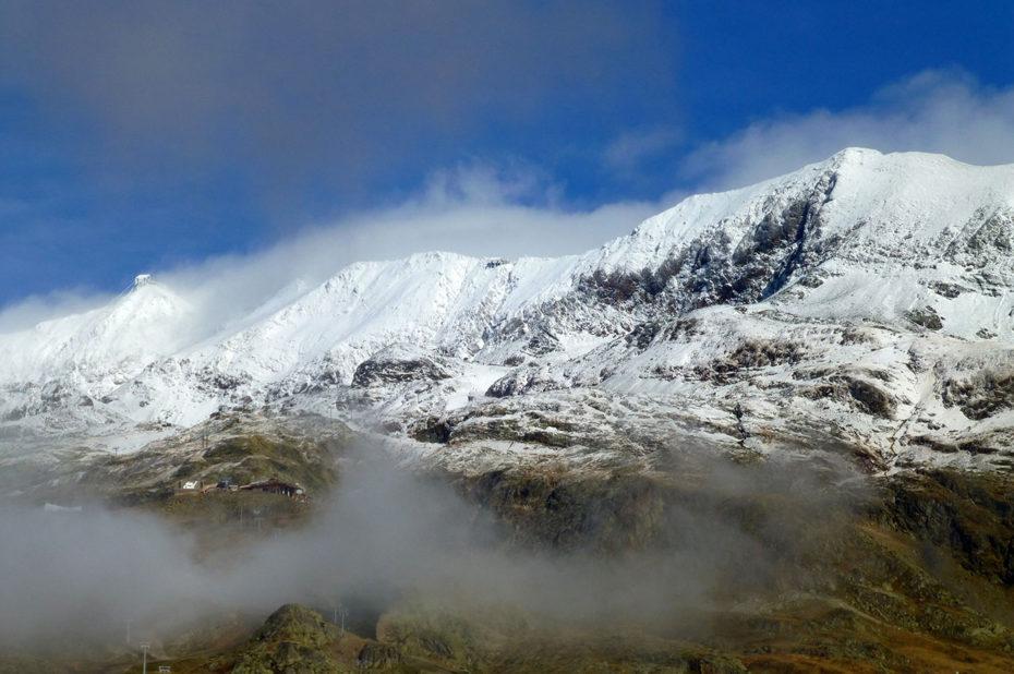 Premières neiges sur la chaîne du Pic Blanc en automne