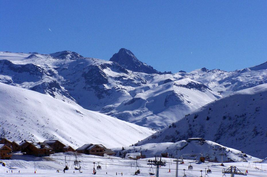 Télésiège dans l'une des plus belles stations de sports d'hiver des Alpes