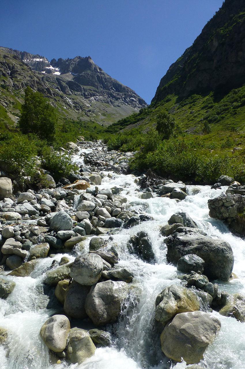 Le torrent de Bonnepierre prend sa source au niveau des glaciers