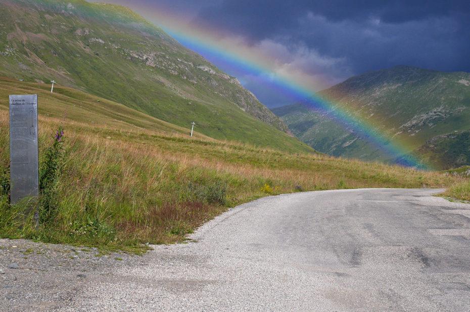 Un arc-en-ciel au début de la route de Sarenne, vers l'Altiport