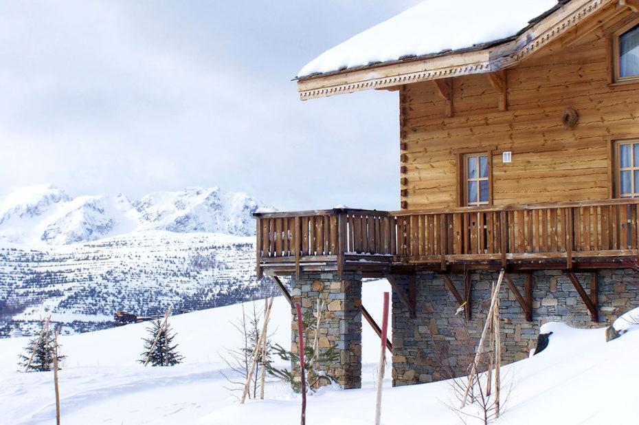 Un chalet de l'Altiport et sa vue magnifique sur la montagne