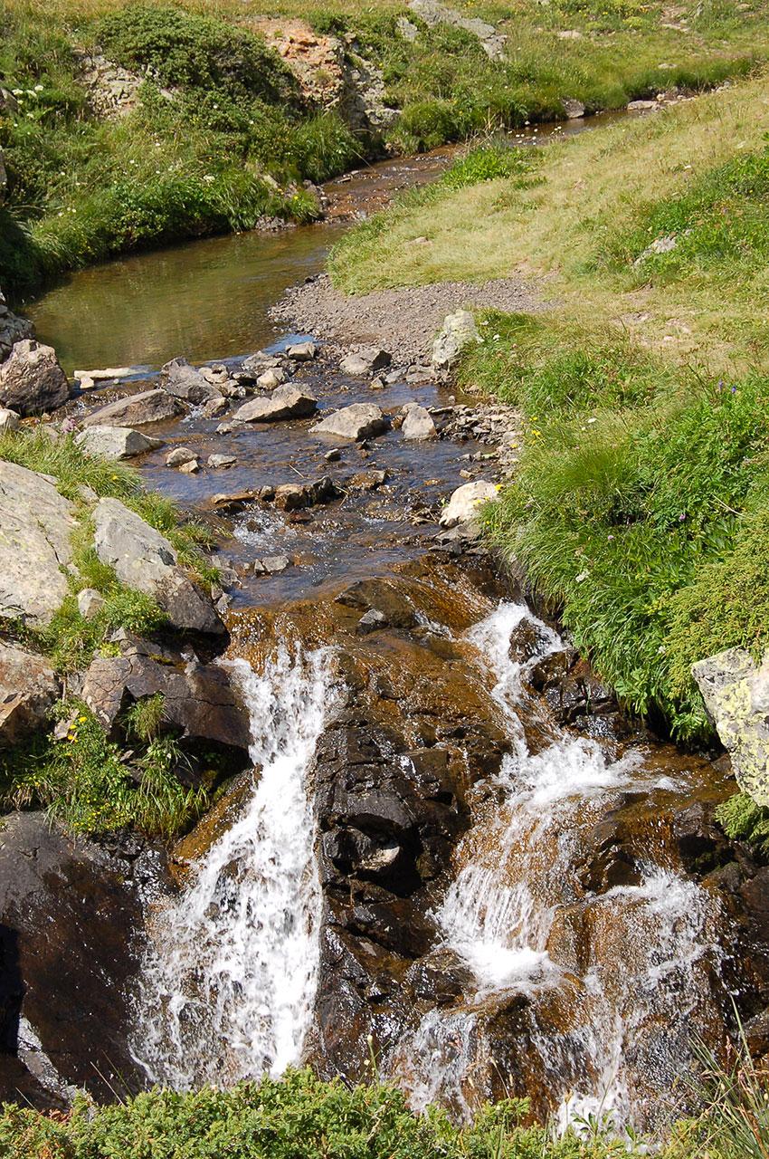 L'écoulement du Lac Faucille a un débit faible en été