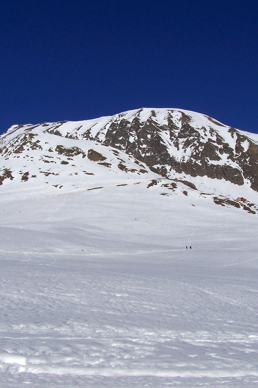 Les Grandes Rousses en hiver depuis la route de Sarenne