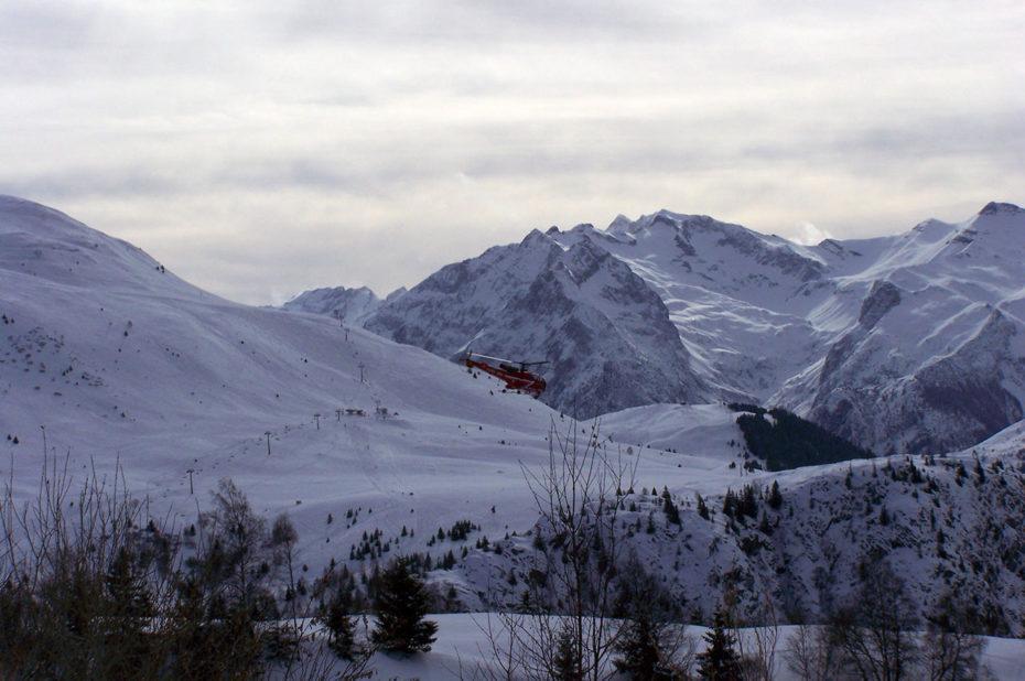 L'hélicoptère de secours de retour d'une intervention