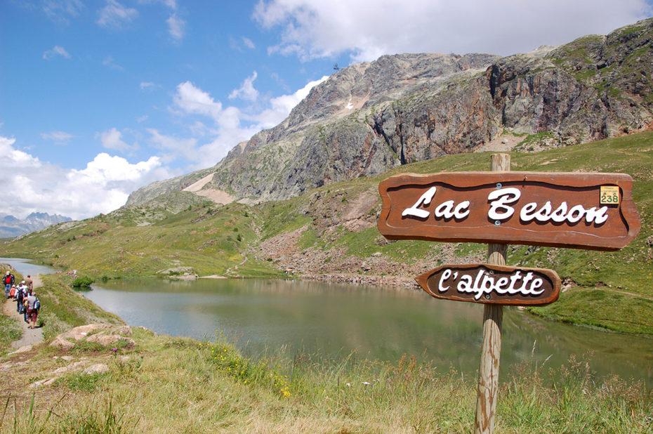 Le Lac Besson, au bout de la route des lacs de l'Alpe d'Huez