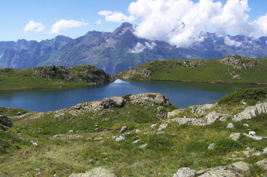 Le magnifique Lac Noir face à la chaîne de Belledonne