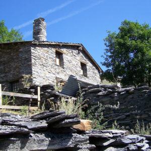 Maison en pierres à Bonnefin, au-dessus de Besse-en-Oisans