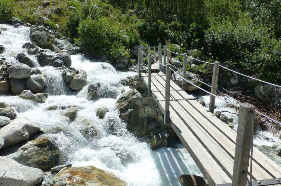 Petit pont en bois sur le torrent de Bonnepierre