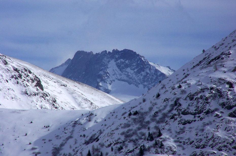 Le Râteau, sommet des Écrins, culmine à 3809 m