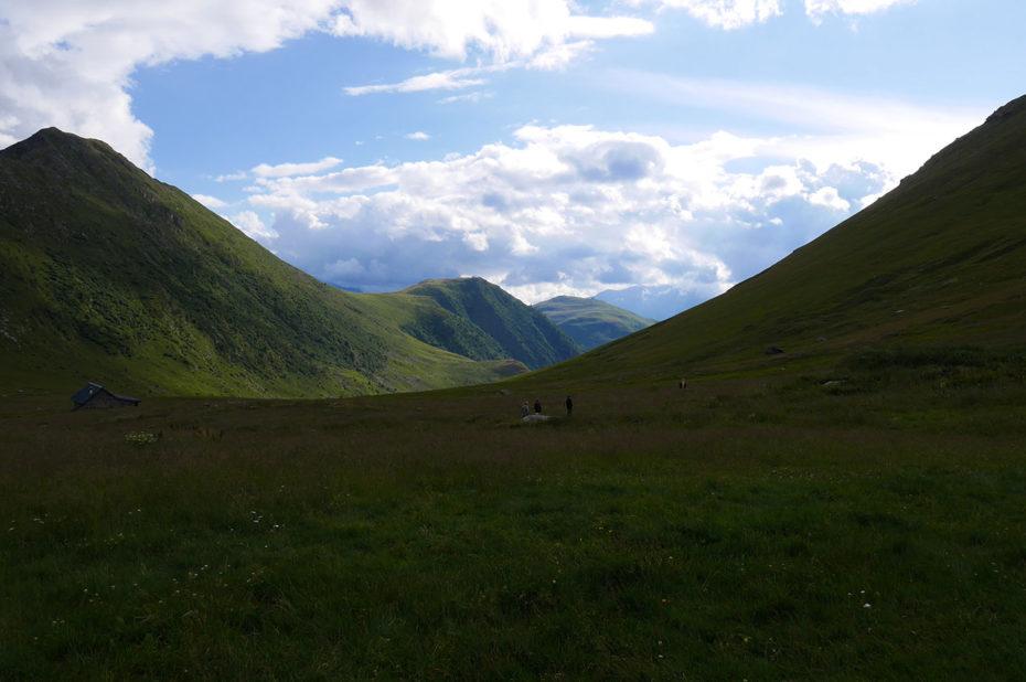 Vallon verdoyant au col de Sarenne (2000 m)