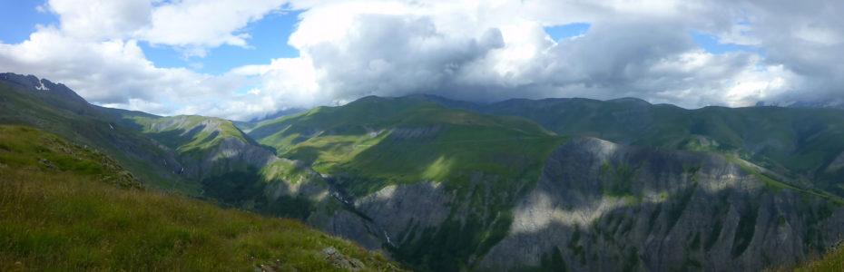 Vue depuis le col de Sarenne, à 1999 m d'altitude