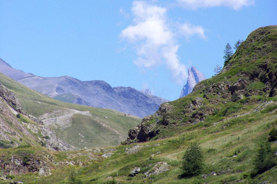 Une des aiguilles d'Arves sur la randonnée au col de Cluy