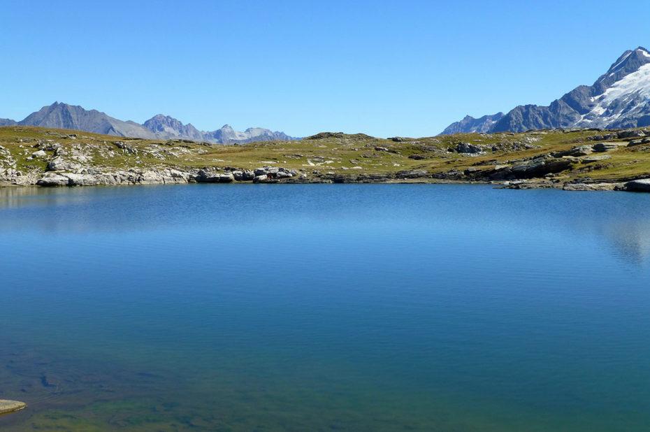 Les eaux vert-bleu du lac Noir