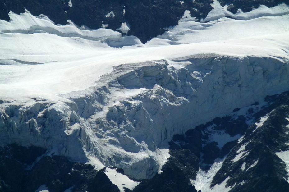Le glacier de la Roche de la Muzelle vu de près