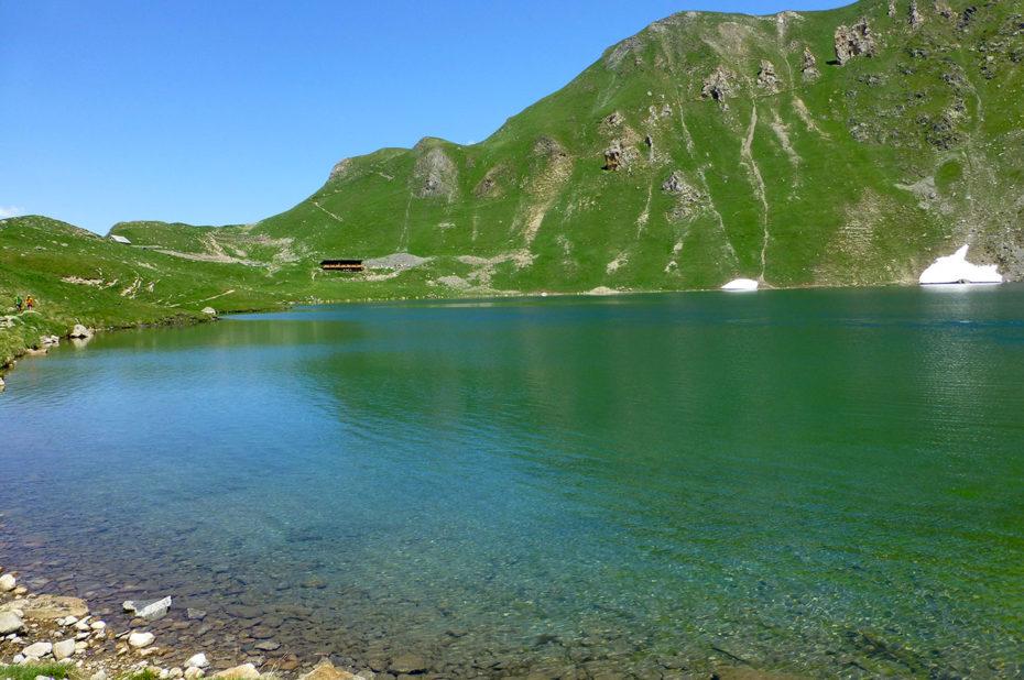 Le lac glaciaire de la Muzelle a une superficie de 9 ha