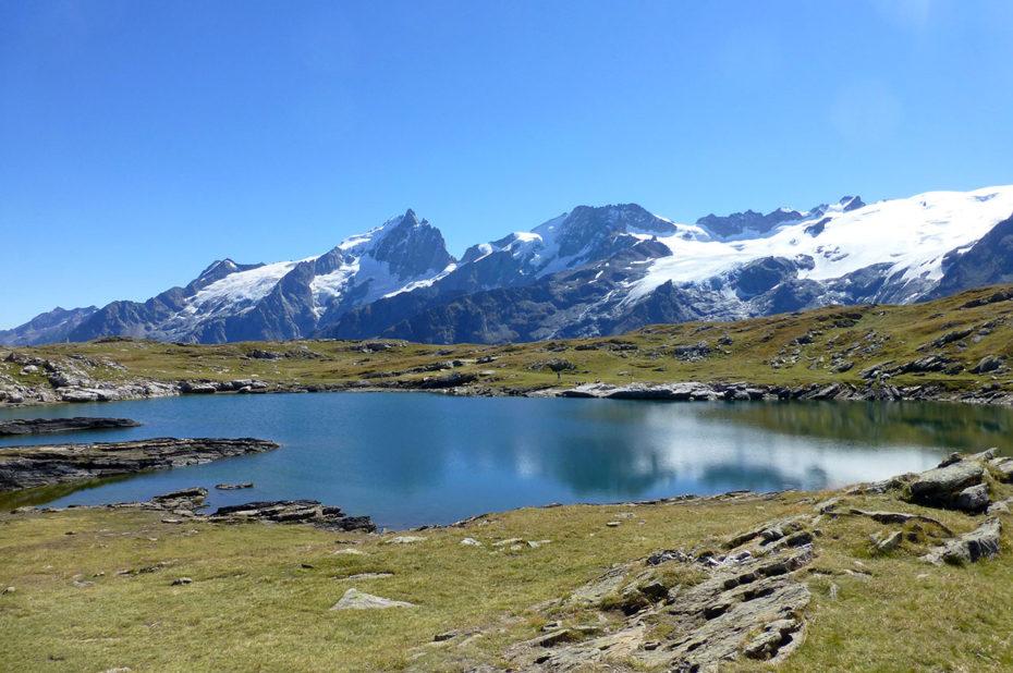 Le lac Noir, l'un des joyaux du plateau d'Emparis