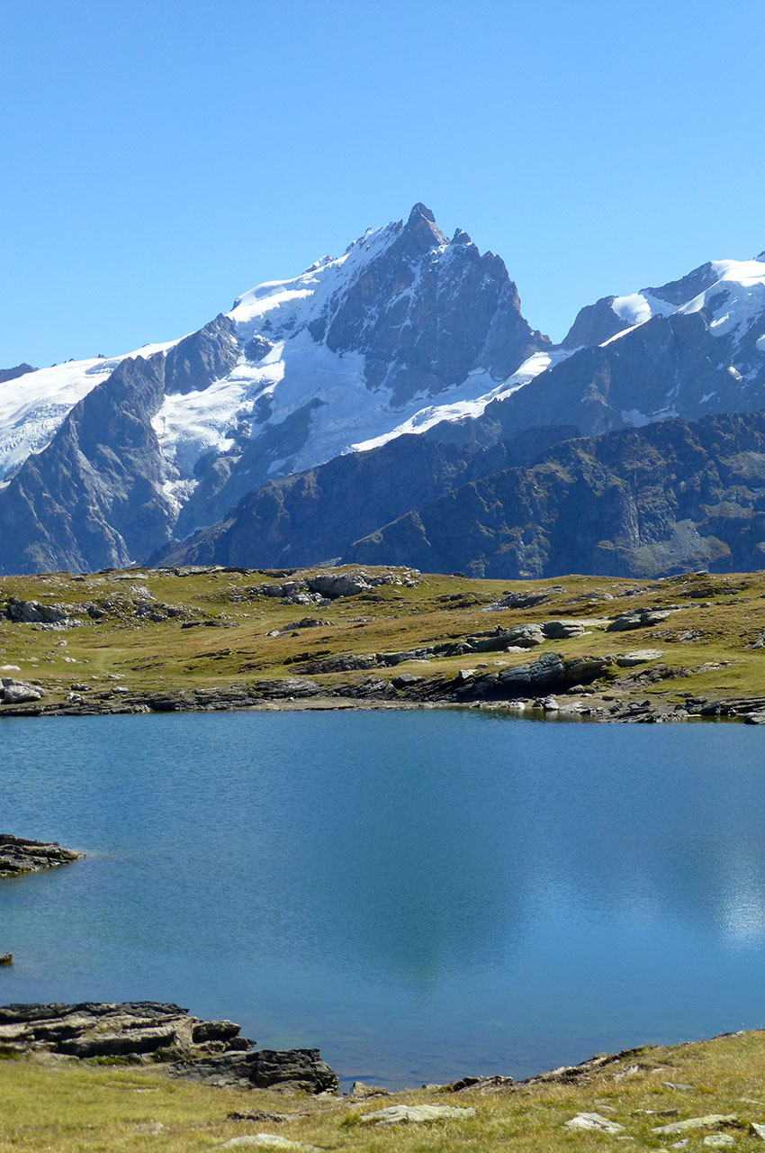 La Meije, majestueuse, et le lac Noir au premier plan