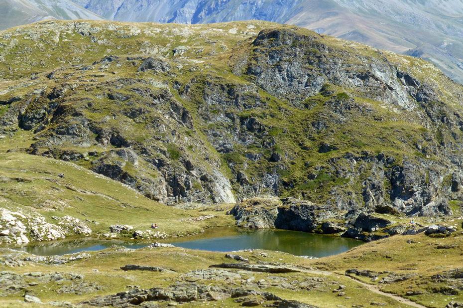 Le petit lac Lérié, niché dans un creux du plateau