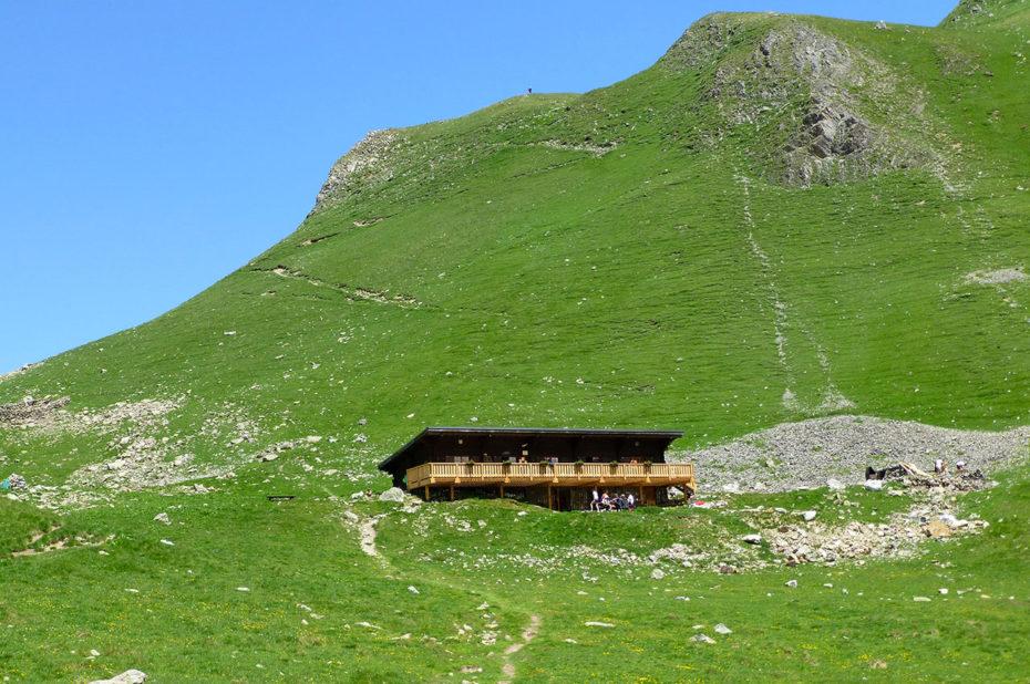 Le refuge de la Muzelle, à 2130 m, compte 68 places en période gardée