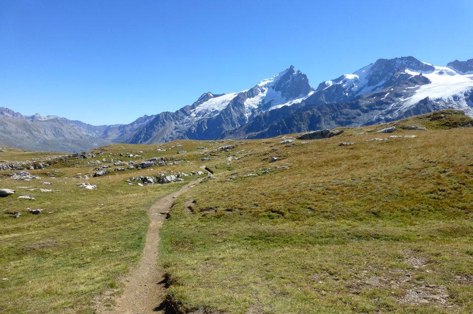 Sentier de randonnée sur le plateau d'Emparis