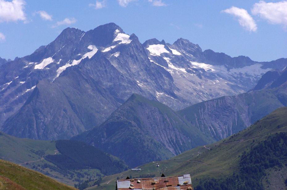 La tête de Lauranoure, sommet du massif des Écrins qui culmine à 3325 m