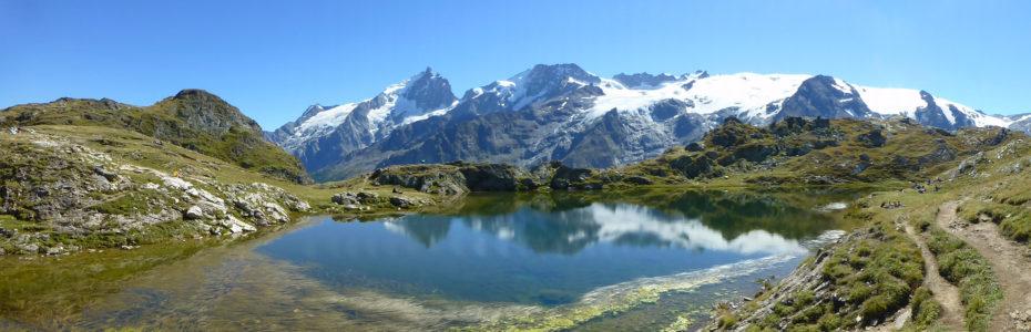 Vue panoramique du lac Lérié sur le plateau d'Emparis