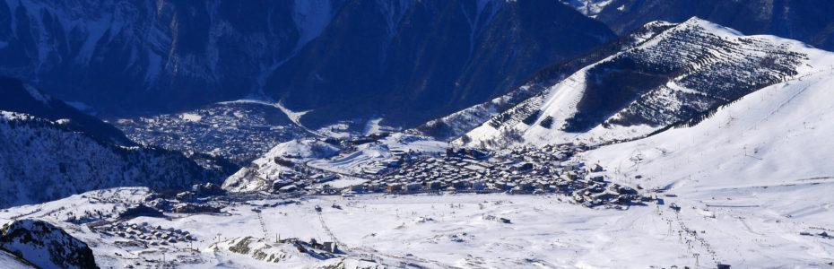 De l'Alpe d'Huez à Bourg d'Oisans, vue depuis le Pic Blanc