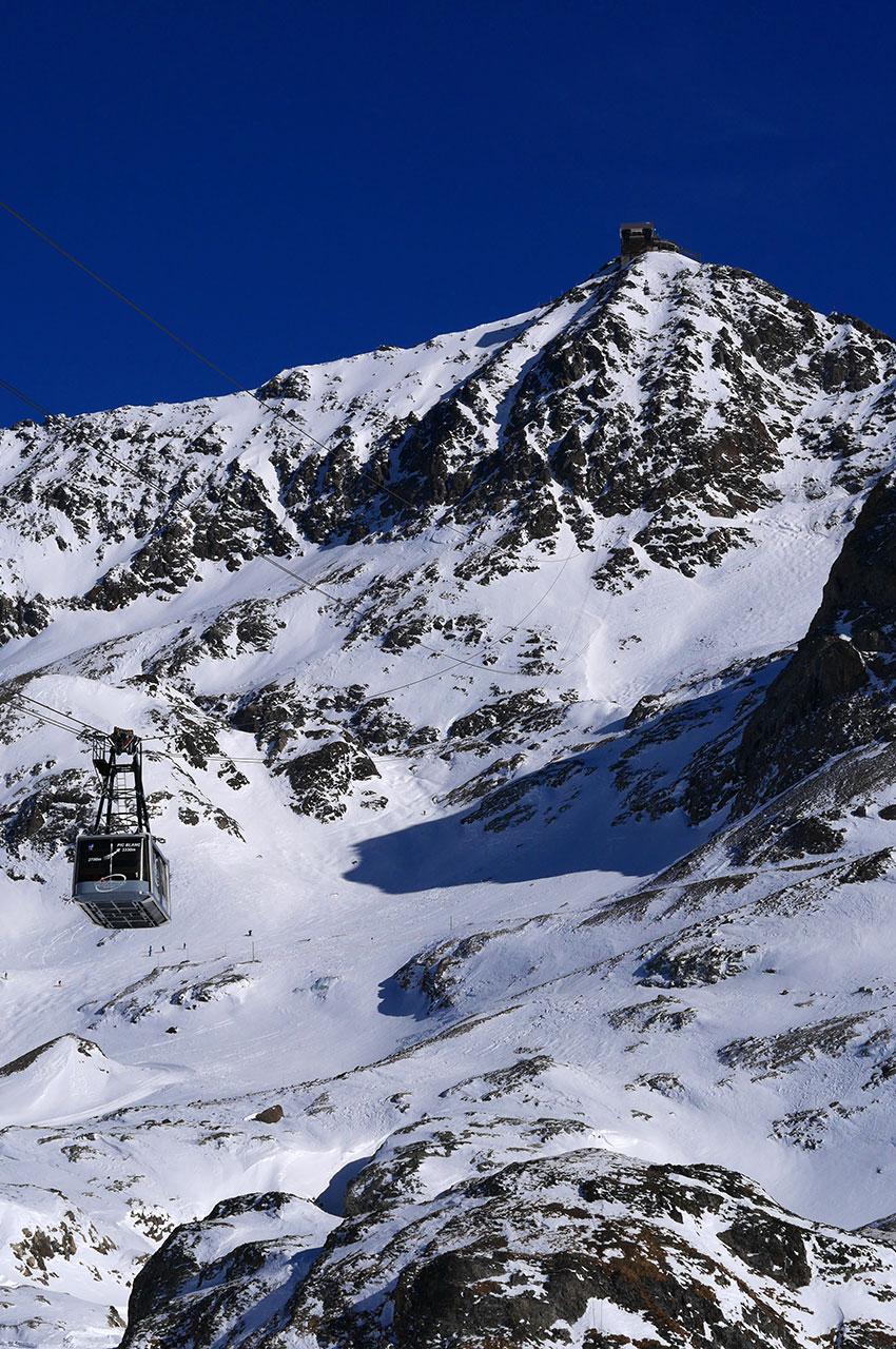 Le Pic Blanc culminant à 3330 m d'altitude