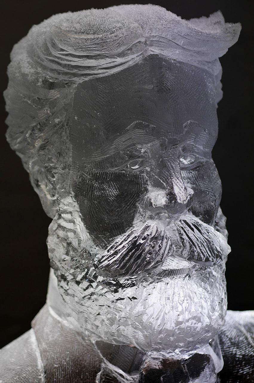 Sculpture de glace de Jules Verne