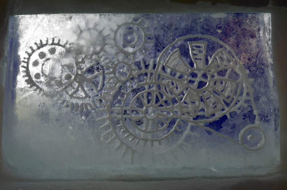 Sculpture de glace de roues et d'engrenages