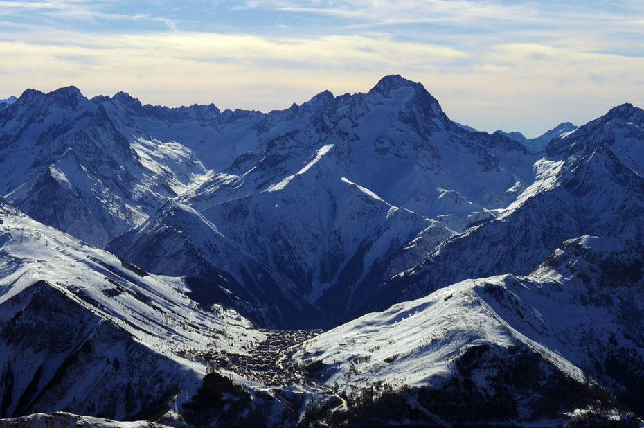 La station des Deux Alpes et la Muzelle depuis le Pic Blanc