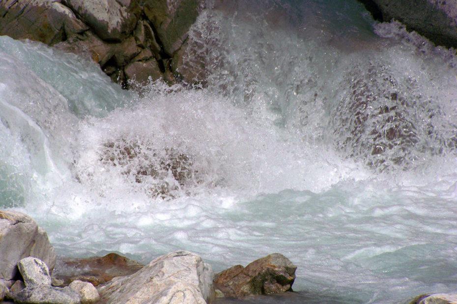 Bouillonnement de l'eau du torrent à la Bérarde