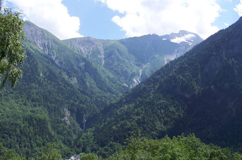 La Coche (2070 m) sur la gauche et la Roche de la Muzelle au fond