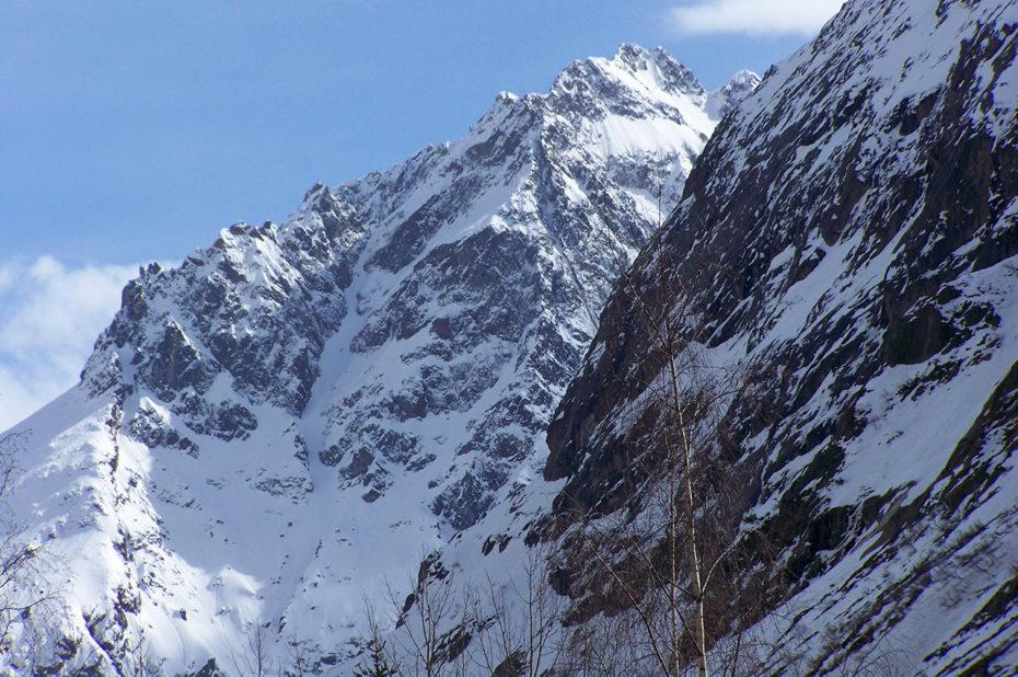 Vue sur la montagne enneigée depuis la Bérarde