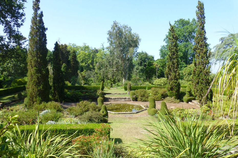 Bassin au centre du parc à l'anglaise