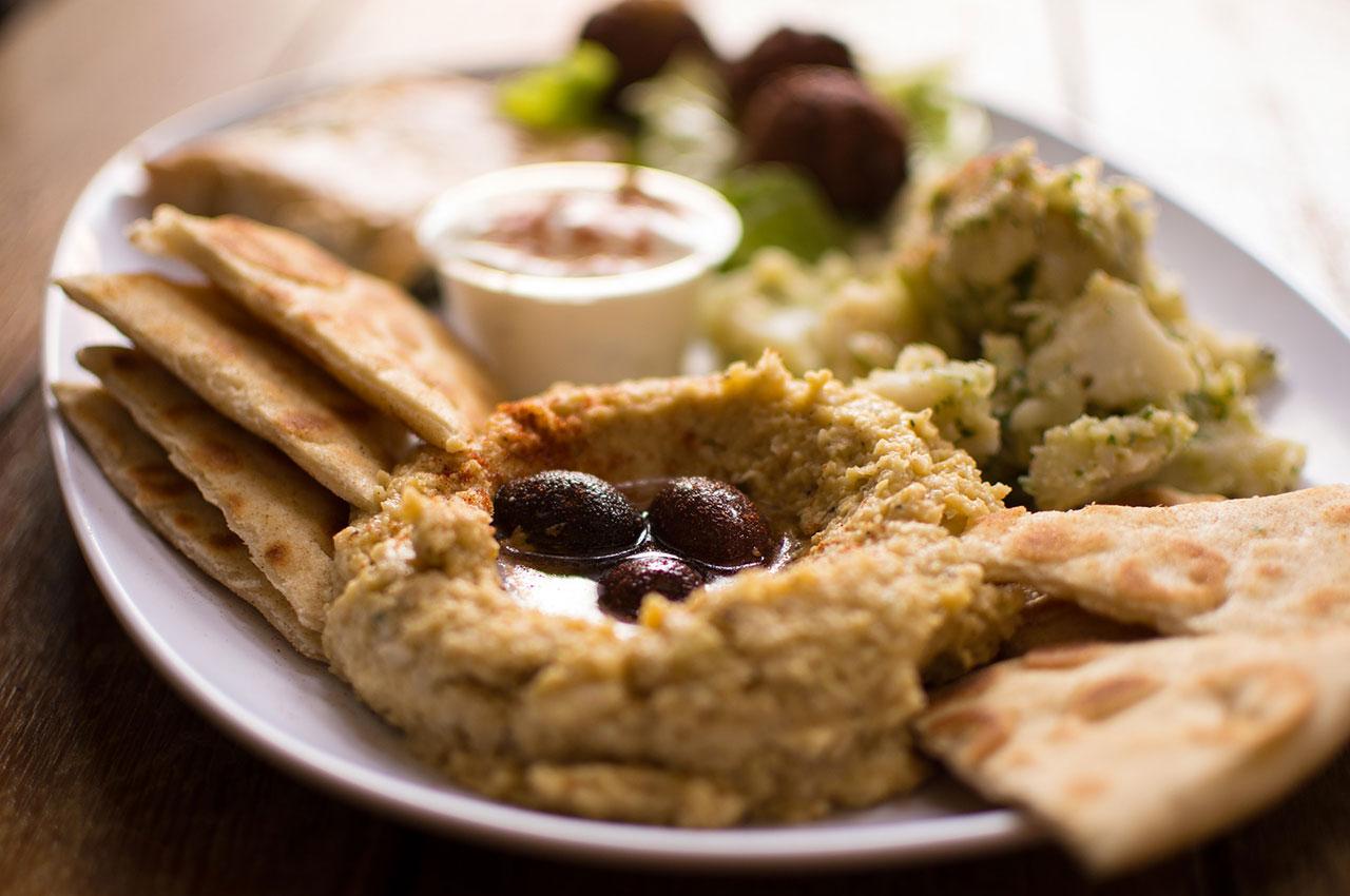 Houmous et falafels à partager
