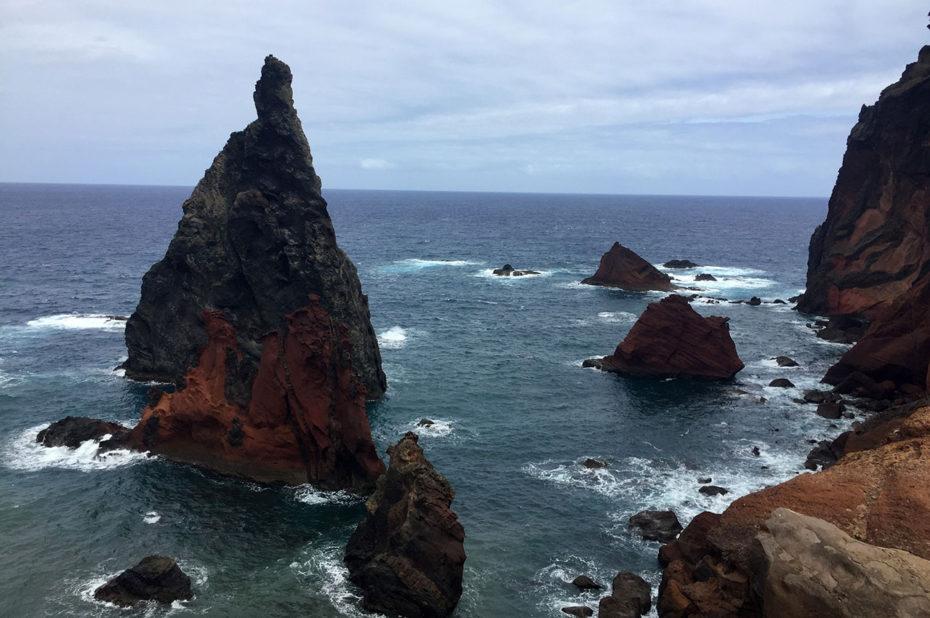 Nombreux récifs de ce côté de l'île de Madère