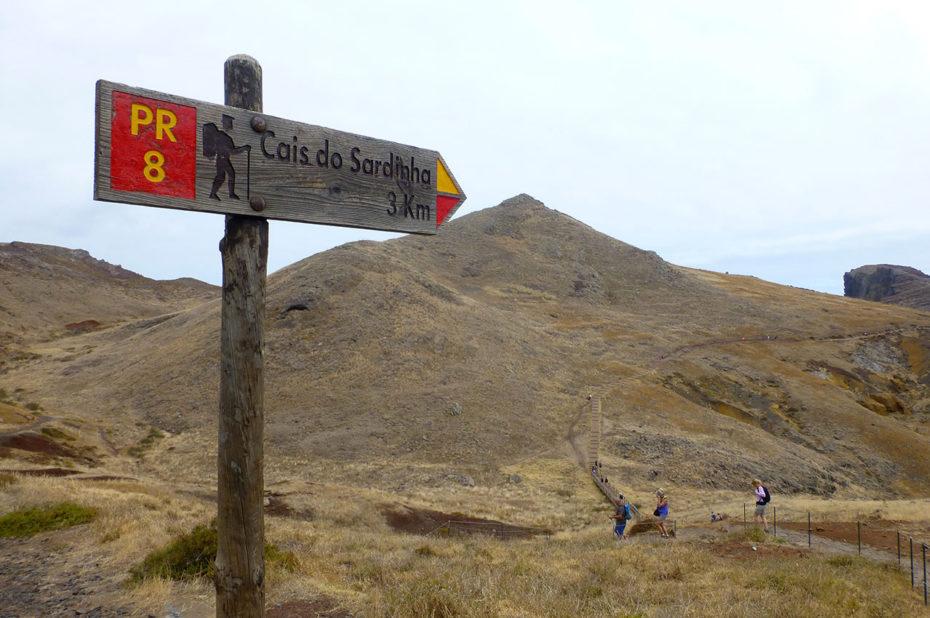 """Panneau indicateur """"Cais do Sardinha 3 km"""""""