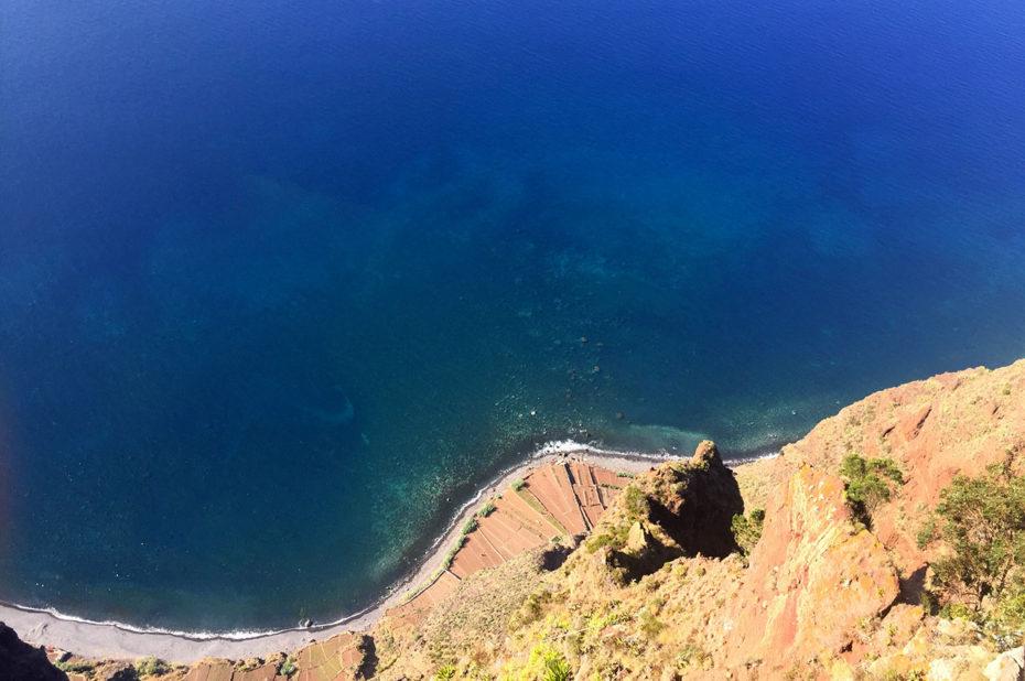 Vue vertigineuse depuis le belvédère du Cap Girão