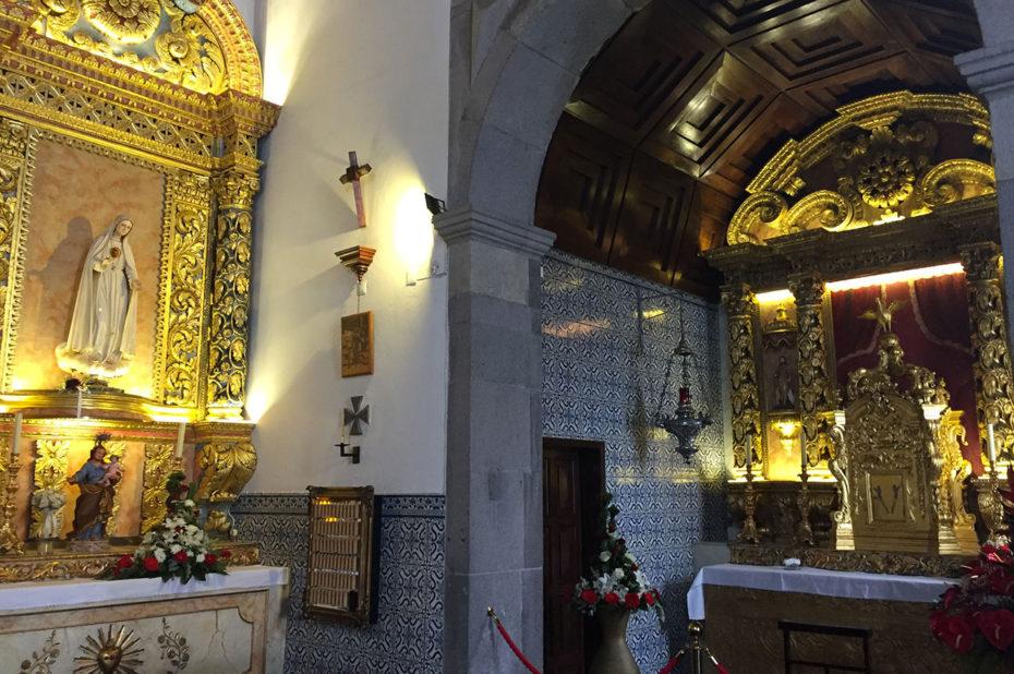 Église de style baroque richement décoré