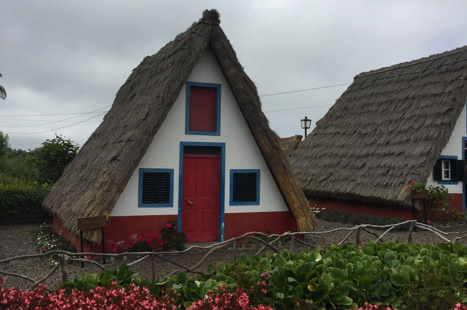 La plupart des maisons colorées de Santana datent du XVIe siècle
