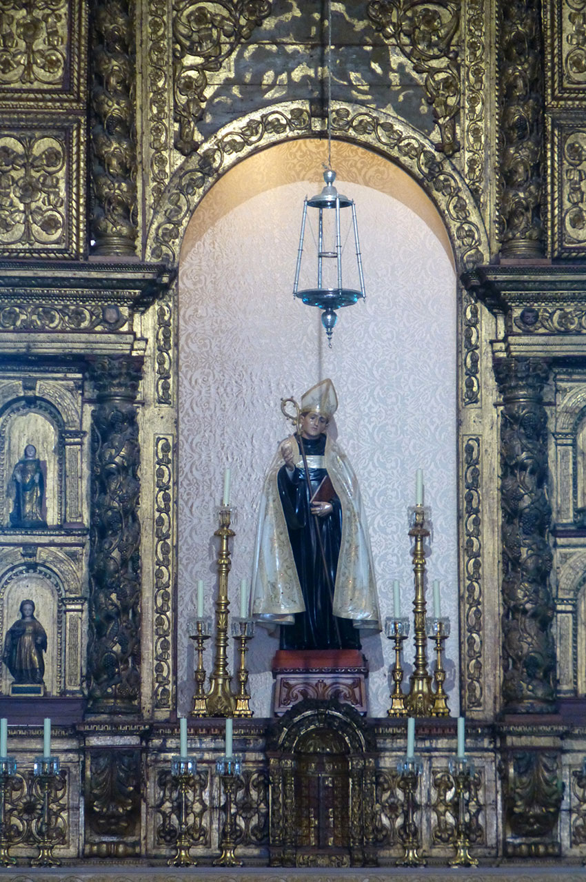 Statue de Saint-Benoît dans le chœur de l'église São Bento