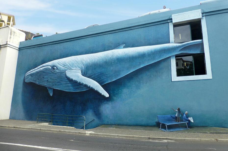 Baleine peinte sur le mur d'un bâtiment