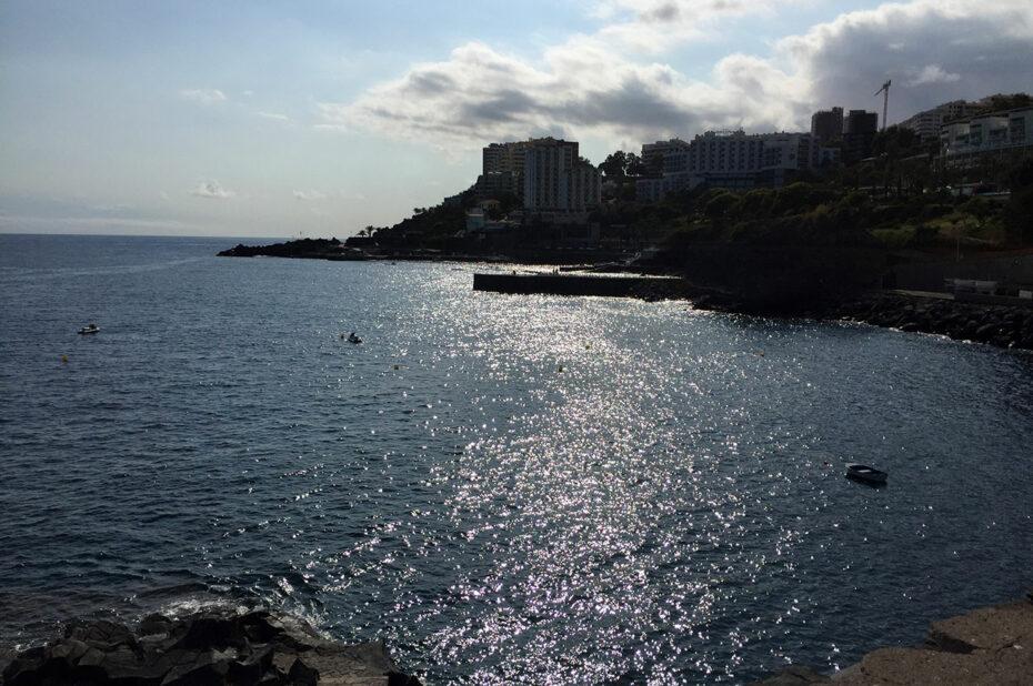La côte de Madère, le soir au soleil couchant