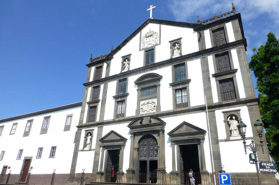 Église Saint-Jean-l'Évangéliste, sur la Praça do Municipio à Funchal